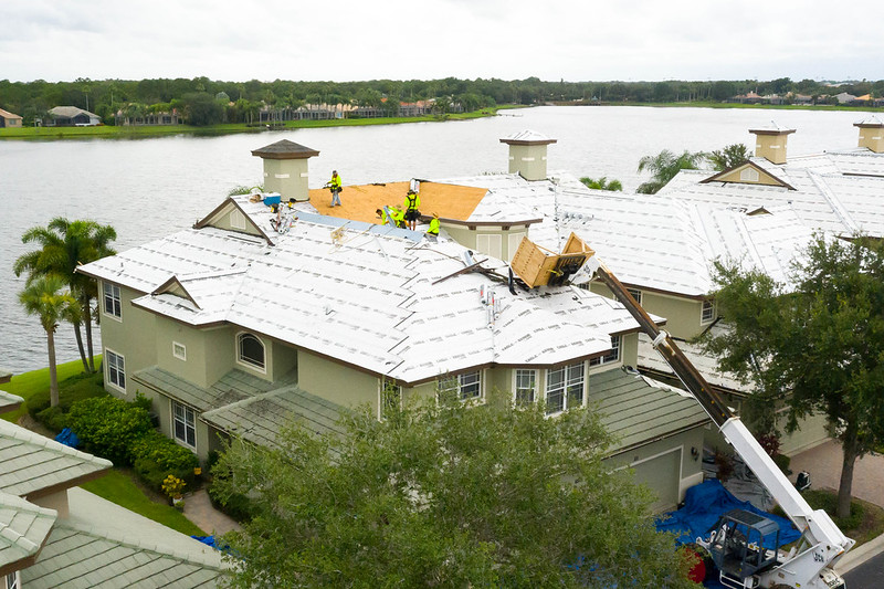 commercial roofing contractor in Bradenton, FL
